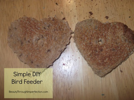 How to make a bird feeder from bread