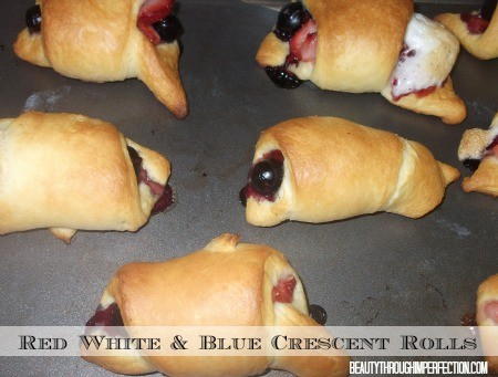YUM!!! Perfect 4th of July Snack. Red, White and Blue Crescent Rolls!