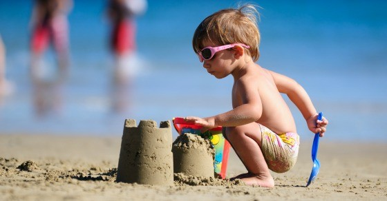 10 Essentials for a toddler friendly beach trip