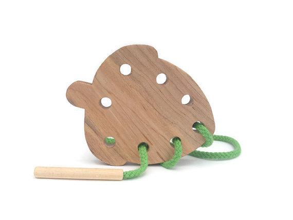 acorn-wooden-toddler-lacing-board-fine-motor