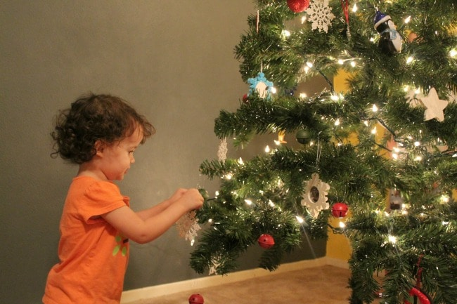 decorate-the-tree-together