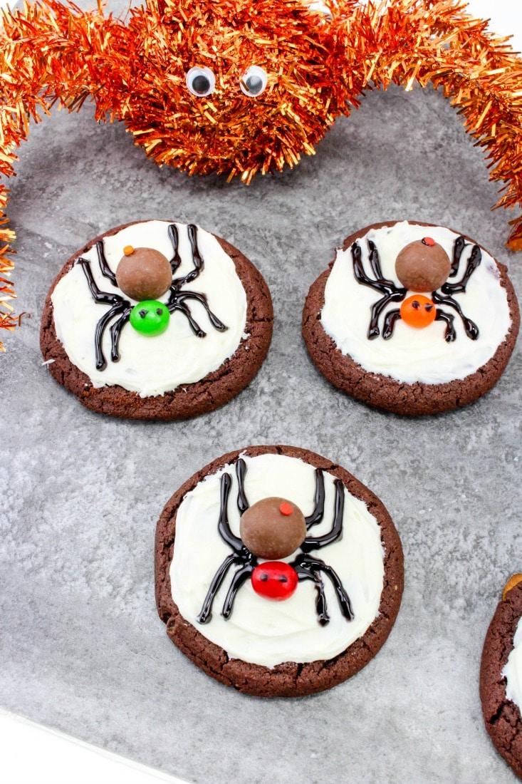 spooky spider cookies - Decorating Halloween Cookies