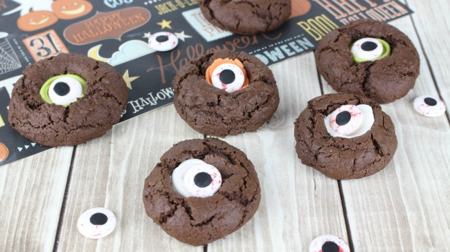 Spooky Halloween Cookies - Eyeball Thumbprint Cookies